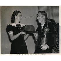 1939 Press Photo Edward Naudzius Winner of Jr. Aviator Air Races, Betty Schroy
