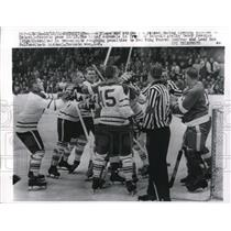 1961 Press Photo Terry Sawchuk, Detroit Red Wings, Bob Pulford, Maple Leafs