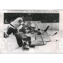 1960 Press Photo Hank Bassan, Red Wings, Johnny Wilson, Rangers, New York