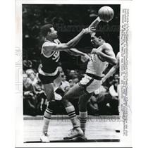 1970 Press Photo George Wilson 76ers Bob Boozer Supersonics NBA Basketball Game