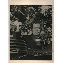 1918 Press Photo Viscount Ishii Japanese Envoy To US Tips His Hat