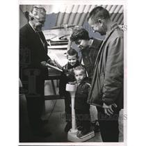 1967 Press Photo Mr & Mrs Ray Darash & Sons Wayne & Kenneth at Airport