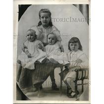 1931 Press Photo Aviatrix Ruth Nichole & children - neb92390