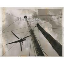1948 Press Photo helicopter interview of flagpole sitter m Jacobs in Cosnodtion