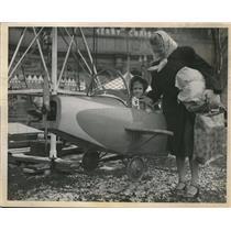 1950 Press Photo Cheryl Scrapansky Airplane Ride - neb70102