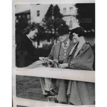 1937 Press Photo Marion Tyarell and H.V. Tyarell proud parents of winners.