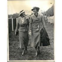 1934 Press Photo mrs. Wickets& mrs. Young attend Rockaway Steeplechase in L.I.