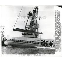 1968 Press Photo San Francisco, riggers salvage JAl jetliner from the bay