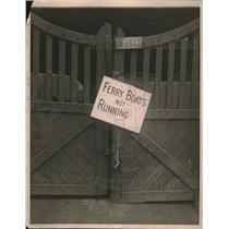 1919 Press Photo Sign Posted At New York Pier Notifies Of Suspension