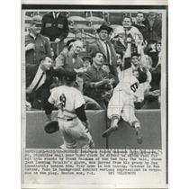 1962 Press Photo Senators 3rd Baseman John Scheive Straddles Wall - nes08201