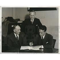1933 Press Photo Former College Quarterback Orville Mohler Signs