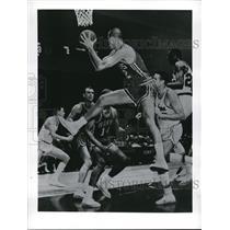 1963 Press Photo Mike Farmer, Zelmo Beaty St. Louis Hawks Vs. Detroit Pistons