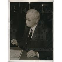 1941 Press Photo 96 Year Old Civil War Veteran George Stuart Signs Document