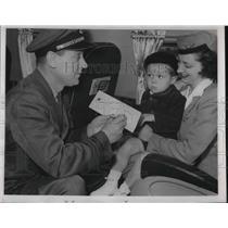 1946 Press Photo Capt. T. E. White, son, Peyton, 3, Stewardess Jane Oborn