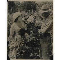 1920 Press Photo Rose Cade & JJ Broomall Horticulturist & Prize Dahlia Ambassado