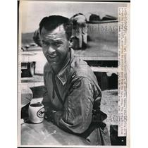 1950 Press Photo Capt. Raymond Schnilleff in Seoul, Korea