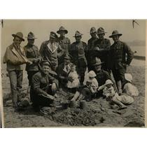 1918 Press Photo Convalescent American Soldiers in England making sand castles