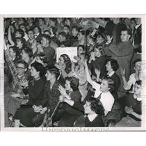 1951 Press Photo Champaign, Ill basketball fans at State HS tournament
