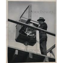1949 Press Photo Cleveland, Ohio Charles L Scott & lights at airport - nec06282