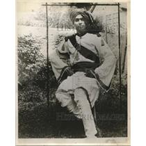 1927 Press Photo Nilkanth R. Chaukre in his Indian garb