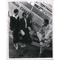 1955 Press Photo Sandra MacDonald, Sgt Ed Orlowsky at Trans Canada plane