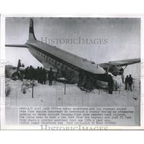 1951 Press Photo Salt Lake City, Utah transport plane skids off runway in snow