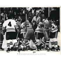 1975 Press Photo Fight at Chicago Black Hawks - Montreal Canadiens Game, Chicago