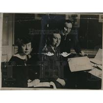 1920 Press Photo Ernest Bevin with an Unidentified Lady and Man