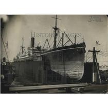 1918 Press Photo Beautiful Giant Ship Sits Calmly At Harbor
