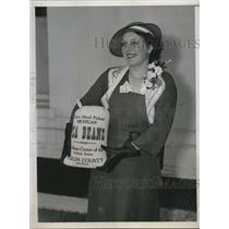 1935 Press Photo Miss Della Wilson Visits President with Beans