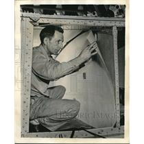 1944 Press Photo Worker Installs Sheets Of Resin In Boeing Plane Fuel Cavity