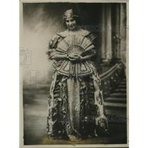 1925 Press Photo Carmen Ruiz de Moragas Prominent Spain stage stair
