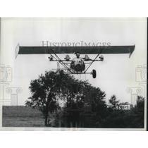 1969 Press Photo Vesoon Weber Flies Go Kart Motor Airplane Above Trees