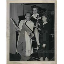 1951 Press Photo Laddie Northridge talking to Northwest airlines' stewadess.