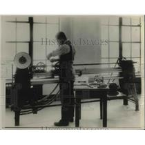 1920 Press Photo Tests to see which hide yields the best and strongest leather.