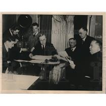 1922 Press Photo Meeting of the directors of the fidelity trust and savings bank