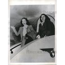1945 Press Photo Miss Laura Braden and Mrs. Patricia Braden Clark.