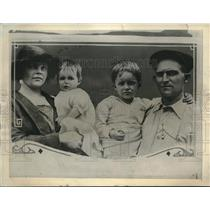 1922 Press Photo Sacrifices home to give babies a name. Mrs. Grace J, Stoffel