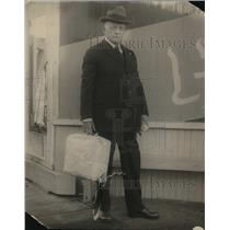 1922 Press Photo Rev. Madison Slaughter leaving San Quentin after 7 year term