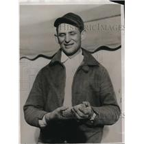 1934 Press Photo Ted Balko wins National Corn Husking contest in Minnesota