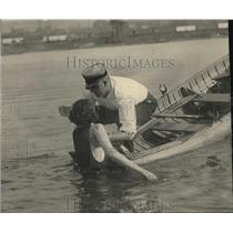 1922 Press Photo How To Save A Drowning Person - nec48741
