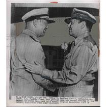 1950 Press Photo Adm Arthur W Radford & Gen. Douglas MacArthur - nem14352