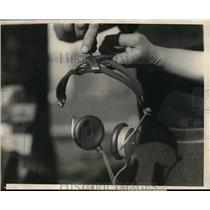 1924 Press Photo A new device for headphones to ease the pain.