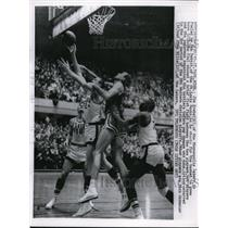 1959 Press Photo Jim Krebs Of Minneapolis Lakers Fouled By Bob Pettit