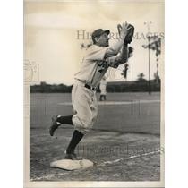 1937 Press Photo Arthur Whitney Phillies 1st baseman - nes15063