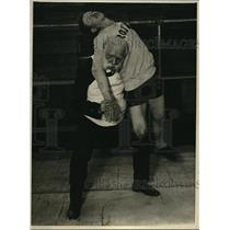 1923 Press Photo Dr Gilbert Bailey and wrestler
