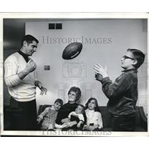 1968 Press Photo Baltimore Colts Quaterback Earl Morrell, with family