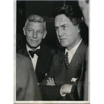 1933 Press Photo Calvin Fentress, La Salle street broker with atty Wiliam