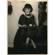 1924 Press Photo Mrs Helen Frey has built a safety pin receiving set. Washington