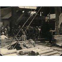 1922 Press Photo Argonaut mine and a shift crew wins a prize
